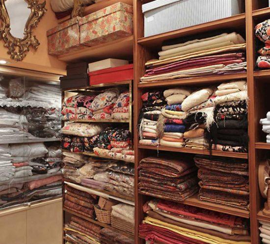 ANTIGÜEDADES PILAR - Ropa Vintage, lencería y mantones