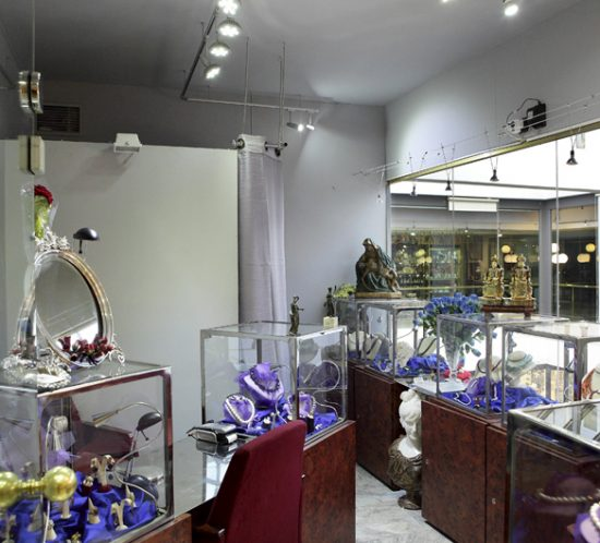 CHUS LOBATO - Joyas, arte y antigüedades